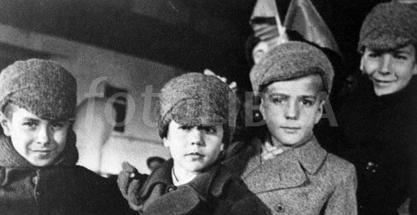 thumbnail-1327374-spanish-children-arrive-as-evacuees-in-russia-ussr-during-the-spanish-civil-war1-624x310